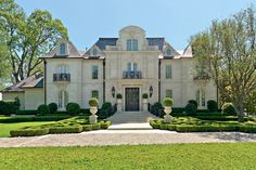 Richard Drummond Davis Architect is a full-service architectural firm located in Dallas, Texas. Since 1977 they have designed over 400 homes in styles ranging from French to English to Mediterranean.