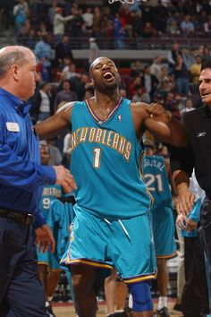 Pelicans Basketball, Baron Davis, New Orleans Pelicans, Charlotte Hornets, Basketball Pictures, Nba Players, Basketball Players, Athletes, Action