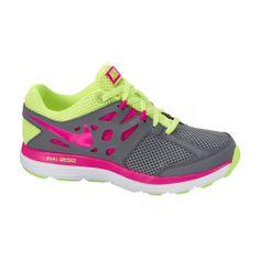 Το γυναικείο παπούτσι της  Nike με έντονα χρώματα- γκρι με λαχανί και φούξια λεπτομέρειες- και με τεχνολογία Dual Fusion, εξασφαλίζει μαλακό πάτημα, άνεση, σταθερότητα. Ιδανική επιλογή για τρέξιμο-περπάτημα-γυμναστήριο. Shoes 2014, Black Nikes, Girls, Running Shoes, Children, Sneakers, Fit Women, Nike Shoes, School