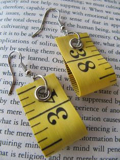 Earring recycled measure tape Yellow by HomeMadeKarma on Etsy, Weird Jewelry, Cute Jewelry, Jewelry Crafts, Jewelry Art, Jewelry Accessories, Jewelry Design, Unique Jewelry, Unique Earrings, Diy Earrings