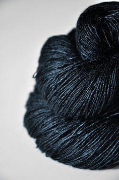 Dark storm  fils de dentelle de soie Tussah par DyeForYarn sur Etsy, €33.10