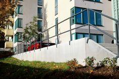En mur på grensen | Utemiljøgrossisten as Stairs, Home Decor, Wall, Stairways, Ladder, Decoration Home, Staircases, Interior Design, Home Interior Design
