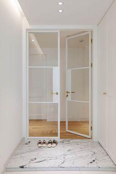 세미클래식과 내추럴이 만나다_분당 두산위브트레지움인테리어: 더집디자인 (THEJIB DESIGN)의  문 Apartment Interior, Interior Design Living Room, Design Vitrail, Door Dividers, White Internal Doors, Door Design Interior, Windows And Doors, Interior Architecture, Building A House