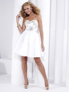 This is for the bridesmade, it goes along perfectly with my wedding dress. <3