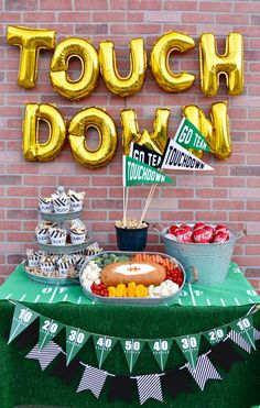 Football themed party and football party food Score a touchdown with this fun football themed party! Get ideas for creative football party food, decorations, and easy football party ideas. Football Party Decorations, Football Party Foods, Football Themes, Food Decorations, Kids Football Parties, Superbowl Party Food Ideas, Football Banquet, Football Decor, Tailgating Recipes