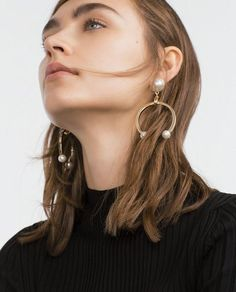 Zara Just Stepped Up Its Accessories Game Big Time Bold Jewelry, Luxury Jewelry, Jewelry Trends, Jewelry Accessories, Jewelry Design, Jewellery Diy, Jewelry Crafts, Zara, Fashion Earrings