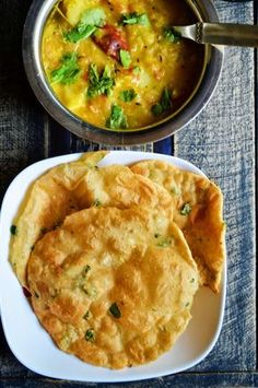 Methi poori recipe: Delicious,flavorful and crispy methi poori,poori with fresh methi leaves,recipe @ http://cookclickndevour.com/methi-poori-recipehow-to-make-methi-poori-poori-recipes