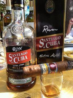 Ron Santiago de Cuba y tabaco Cohiba, buena combinación, no crees?.