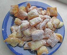 sächsische Kräppelchen (weihnachtliches Fettgebäck) Rezept: Mehl,Hefe,warme,Zucker,Öl,Bestäuben,Frittieren,Ausrollen