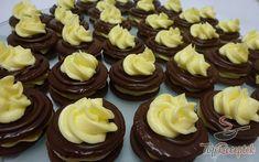 Výborné k čaji nebo kafíčku. Autor: Reny Naty A. Christmas Sweets, Christmas Baking, Cake Cookies, Cupcake Cakes, Czech Recipes, Desert Recipes, Amazing Cakes, Baking Recipes, Sweet Recipes