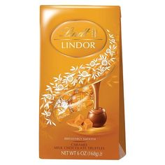 Treat yourself to the mouth-watering melting goodness of caramel and milk chocolate with these delectable Lindor truffles. Packed six bags per case, these luscious truffles make perfect gifts to expre Chocolat Lindt, Kids Restaurants, Lindt Lindor, Gold Gift Boxes, Chocolate Shells, Chocolate Caramels, Lindt Chocolate Truffles, Favorite Candy, Candy Gifts
