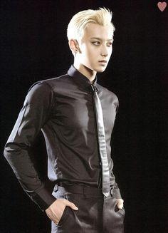 Tao [SCAN] Exo Concert: THE LOST PLANET goods brochure (cr: Twitter / yehet0408)