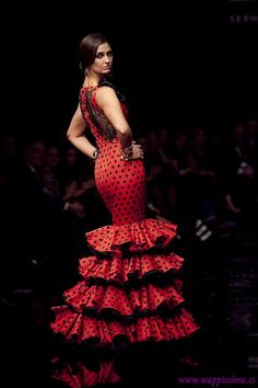I need to buy one of these dresses before Feria de Abril. I may even pin it, ha! I have the curves for it at least! Spanish Dress, Spanish Fashion, Red Gowns, Dance Fashion, Dance Outfits, Beautiful Gowns, Traditional Dresses, Playing Dress Up, Argentine Tango