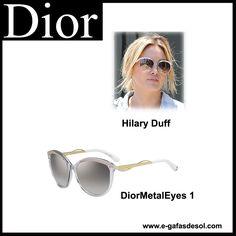 La polifacética Hilary Duff con una da las gafas de sol DIOR más elegantes de esta temporada 2015, las DiorMetalEyes 1.  The multifaceted Hilary Duff with a finest DIOR DiorMetalEyes 1 sunglasses in this 2015 season.