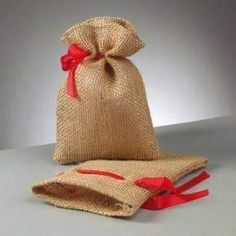 Christmas Present Bags, Christmas Bags, Christmas Gift Wrapping, Christmas Crafts, Pallet Christmas Tree, Burlap Christmas, Handmade Christmas, Burlap Bags, Jute Bags