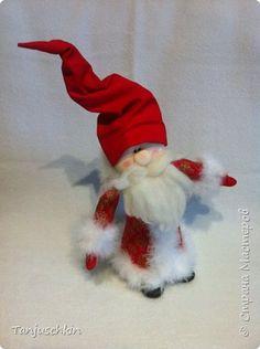 Добрый вечер,дорогие жители страны! Сегодня я к вам с Дедом Морозом.Какой же Новый Год без Деда Мороза,а у меня его не было.Решила исправить ситуацию и сшила такого потешного дедулю:))) Морозит сшит по мк omalena http://stranamasterov.ru/node/860449?c=favorite_a фото 1