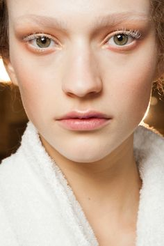 Alexander McQueen Fall 2015 Ready-to-Wear Beauty Photos - Vogue