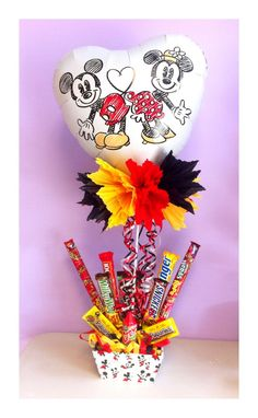 Arreglo con dulces … | marys | Candy… All Valentine Day, Valentines Day Party, Valentine Gifts, Candy Bouquet, Balloon Bouquet, Diy Birthday, Birthday Gifts, Cool Gifts, Diy Gifts