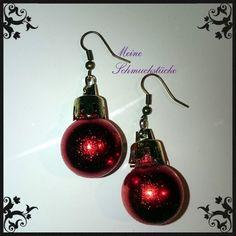 traumhafte rote gesprengelte Weihnachtskugel- Ohrringe