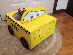 Quick and easy last minute Taxi costume #Halloween #car #cardboard