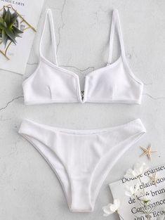 Shop trendy fashion swimwear online, you can get sexy bikinis, swimsuits & bathing suits for women on ZAFUL. Bikini Rose, Mode Du Bikini, Haut Bikini, Push Up Bikini, Bikini Bandeau, Bikini Swimwear, Bikini Wax, Male Swimwear, Fashion Clothes