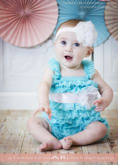 alannarene: DIY pinwheel photography backdrop; child studio portrait photography