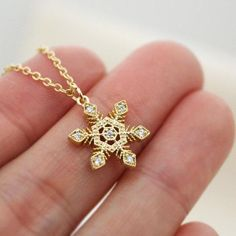 Snowflake Necklace, Christmas Gift, Crystal Snowflake,best friend,tiny necklace, dainty