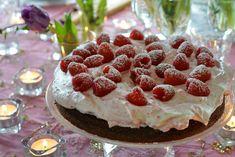Deilig kladdkake med bringebærkrem - Franciskas Vakre Verden Raspberry, Cheesecake, Food And Drink, Fruit, Desserts, Women's Fashion, Tailgate Desserts, Deserts, Cheesecakes