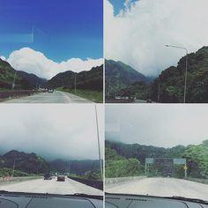 あっちの方#雲 すごい→#巨大雲 →雲の中に入る→#雨 on ハイウェイH3。相変わらず#神秘的 。 #H3 #hawaii #ハワイ #高速道路 #kailua #カイルア #熱帯雨林 #rainforest