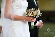 #kwiatownia #bouquet #bridal #bride #bridesmaid #slub #wesele #bridalbouquet #flowers #flowerinspirations #inspirations #weedingday #floral #art #design fot.M.Betlejewski Weeding, Bouquets, Bridesmaid, Bridal, Wedding Dresses, Floral, Flowers, Design, Art