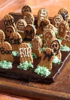 Walking past a graveyard on Halloween is scary. But walking past these Graveyard Brownies (without snatching one) is impossible.