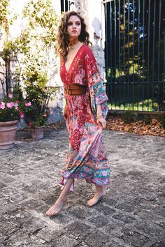 Hippie style trend fashion design clothes Source by Gypsy Look, Gypsy Style, Bohemian Style, Outfits Jeans, Boho Outfits, Trendy Outfits, Fashion Outfits, Backless Maxi Dresses, Maxi Robes
