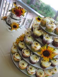 Custom Cakes and Desserts for your parties - Cake Galleries - Sunflower Wedding Cake