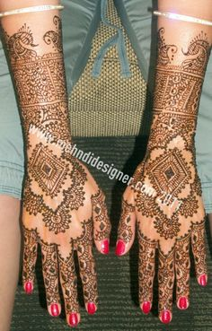 Regal looking mehndi