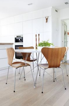 Series 7 Chair by Arne Jacobsen