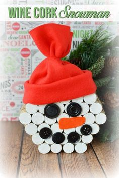 CLICK HERE for this easy DIY Snowman Wine Cork Christmas Craft tutorial! #ChristmasCrafts #SnowmanCrafts #WineCorks