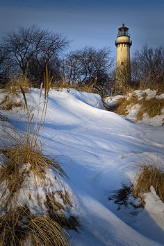 Lake Michigan shorline at the Grosse Point Lighthouse at Evanston, IL.