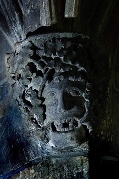 Broughton Castle, Groined Passage; 14th-century Green Man Photo: Oxford Times www.greenmantrail.com