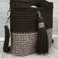 Best 10 Eye-Catching Crochet Pattern Ideas For Everyone 2019 best crochet bag pack set The post Eye-Catching Crochet Pattern – SkillOfKing. Crochet T Shirts, Diy Crochet And Knitting, Crochet Stitches, Crochet Patterns, Tote Bags Handmade, Diy Tote Bag, Crochet Handbags, Crochet Purses, Crochet Bag Tutorials