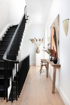 The Brooklyn Townhouse of EyeSwoon Founder Athena Calderone — THE NORDROOM - - EyeSwoon founder Athena Calderone renovated a Cobble Hill townhouse together with designer Elizabeth Roberts into a wonderful bright forever home. Design Entrée, Flur Design, Deco Design, Home Design, Home Decor Styles, Home Decor Accessories, Cheap Home Decor, Black Staircase, Staircase Design