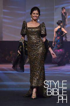 Pitoy Moreno Sequin Filipiniana Filipiniana Wedding Theme, Modern Filipiniana Dress, Philippines Dress, Philippines People, Filipino Fashion, Asian Fashion, Philippine Women, Middle Eastern Fashion, Mothers Dresses