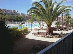 BONITO piso en un bajo, de 54m2 con terraza soleada de 10m2 orientada sur, vistas a piscina y...