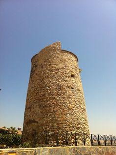 Torre almenara El Cantal en Rincón de la Victoria (Málaga)