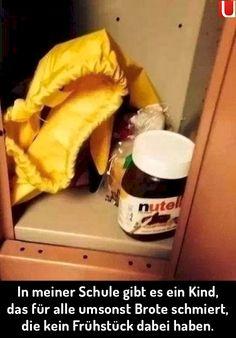 In vielen Schulen gibt es Kinder, die ohne Frühstück zur Schule kommen, weil die Eltern kein Geld haben. Zum Glück wissen schon viele Grundschulkinder, dass teilen Spaß macht. Vor allem bei 'nem leckeren Nutella Brot! | unfassbar.es