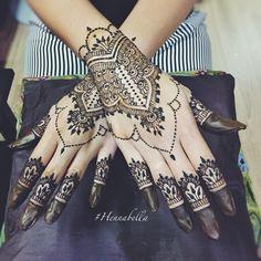 Simple Moroccan Bridal Henna. <3 #hennabella
