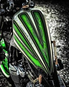 Custom Motorcycle Paint Jobs, Custom Paint Jobs, Tank Design, Bike Design, Motorcycle Tank, Motorcycle Design, Pinstripe Art, Cool Tanks, Air Brush Painting