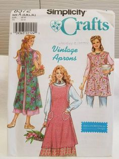 Retro Style Aprons Sewing Pattern Sizes S-XL Simplicity 8372 UNCUT Pattern is for one long and one short apron. Envelope has wear and small tears. Vintage Apron Pattern, Aprons Vintage, Vintage Sewing Patterns, Retro Apron Patterns, Sewing Ideas, Retro Mode, Cute Aprons, Sewing Aprons, Fabric Sewing