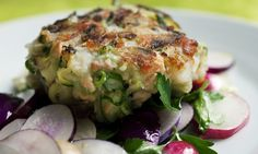 Nigel Slater's courgette and salmon cake recipe on a round plate. Mackerel Fish, Smoked Mackerel, Fish Cakes Recipe, Fish Recipes, Recipies, Baby Recipes, Drink Recipes, Paleo Recipes, Nigel Slater