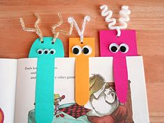 Monster bookmark craft for kids Bookmarks Kids, How To Make Bookmarks, Homemade Bookmarks, Creative Bookmarks, Paper Bookmarks, Kids Crafts, Craft Projects, Monster Bookmark, Bookmarks