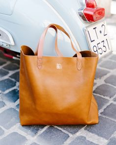 madewell transport tote - I love this bag an unreasonable amount. Fashion Bags, Fashion Accessories, Madewell Transport Tote, Mode Style, Beautiful Bags, My Bags, Purses And Handbags, At Least, Tote Bag